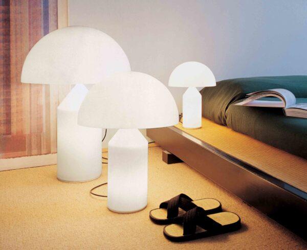 Atollo 236 / Lampe de table en verre opalin Oluce (ref. 12252i)