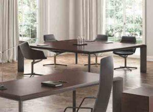 Kono / Table de réunion carrée 240 x 240 cm Wengé About Office (ref. 14922)